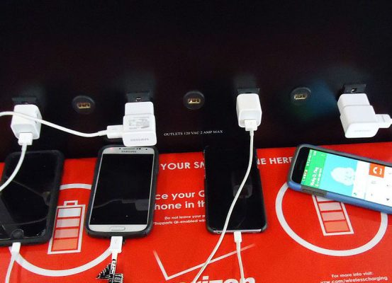 Image Credit:Wikimedia Commons - User:Tomwsulcer - Find the original image at https://commons.wikimedia.org/wiki/File:Phone_charging_station_at_Newark_airport.JPG